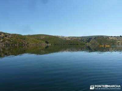 Piragua El Atazar;viaje naturaleza fines semana grupos senderismo madrid